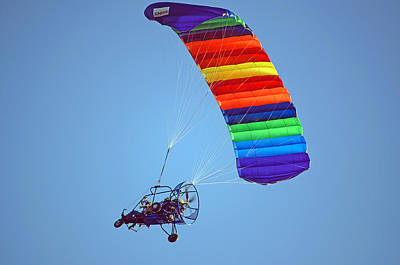 Motorized Parasail 2 Print by Kenneth Albin