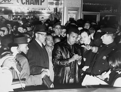 Heavyweight Photograph - Muhammad Ali Cassius Clay Defeated by Everett