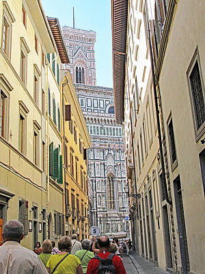 Narrow Street To Catherdal Square Print by Allan Levin