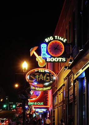 Que Photograph - Nashville Nights by Chuck Johnson