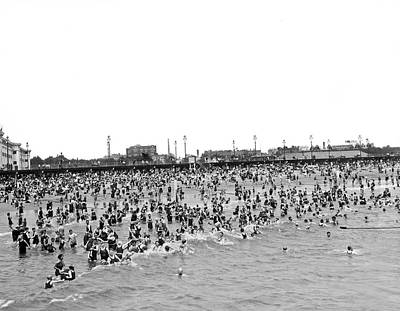 New Yorkers At Coney Island. Print by Underwood Archives