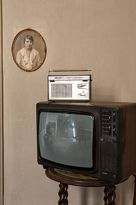 nothing on TV but radio - abandoned building Print by Dirk Ercken