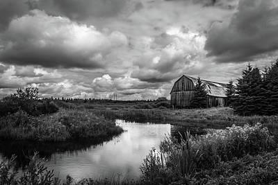 Farms-n-barns Photograph - Old Barn by Gordon Pusnik