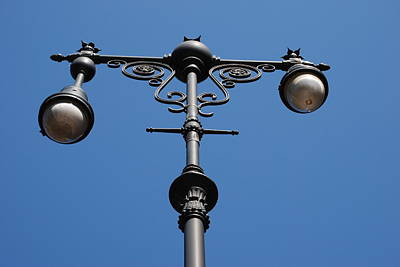 Old Lamppost Print by Rob Hans