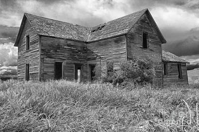 Out West Photograph - Old Montana Farmhouse by Sandra Bronstein