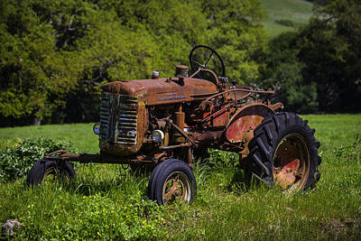 Old Red Tractor Print by Garry Gay