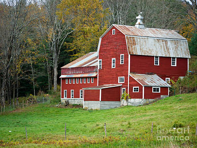 Red Barn. New England Photograph - Old Red Vermont Barn by Edward Fielding