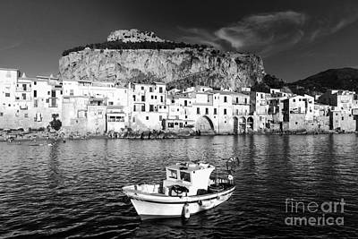 Old Town Of Fishermen Print by Stefano Senise