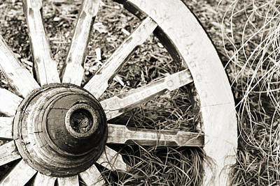 Old Wagon Wheel Print by Marilyn Hunt