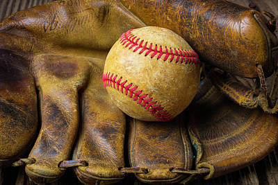 Old Worn Ball Mitt Print by Garry Gay