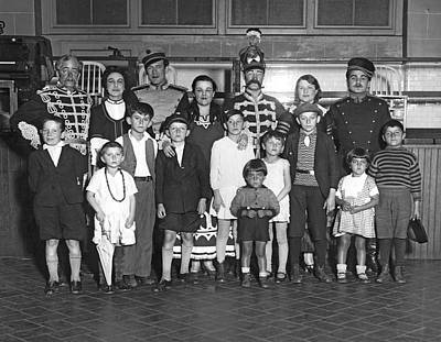 Ellis Island Photograph - Opera Company At Ellis Island by Underwood Archives