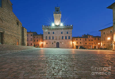 Hill Town Photograph - Palazzo Comunale by Rob Tilley