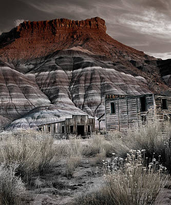 Old Cabins Photograph - Paria Townsite by Leland D Howard