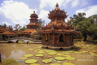 Phra Kaew Pavillion Print by Bill Brennan - Printscapes