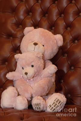 Pink Hugging Bears 2 Print by Linda Phelps