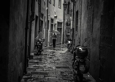 Pisa Back Alley Print by Chris Fletcher