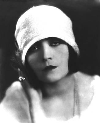 Cloche Hat Photograph - Pola Negri, Ca. Mid-1920s by Everett