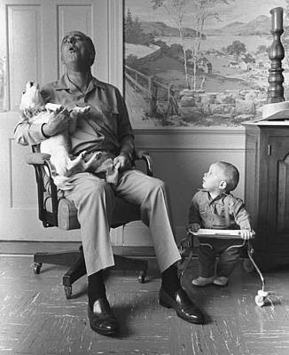 Lyndon Photograph - President Lyndon Johnson Sings With Dog by Everett