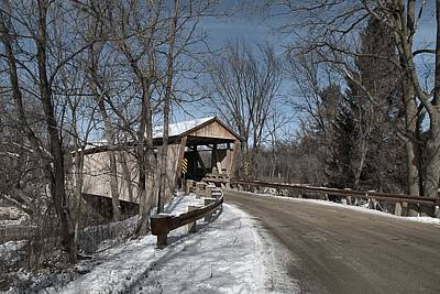 Quinlan Photograph - Quinlan Covered Bridge by Wayne Toutaint