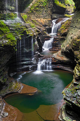 Finger Lakes Photograph - Rainbow Falls by Guy Schmickle