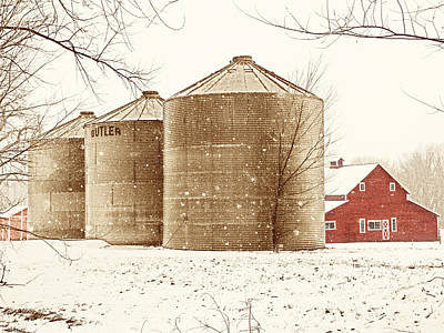 Red Barn In Snow Print by Marilyn Hunt