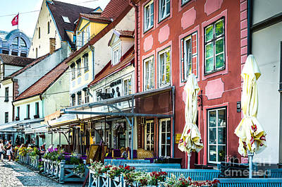 Restaurants In The Old Town Of Riga Print by RicardMN Photography