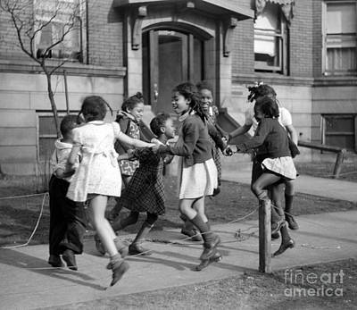 Nursery Rhyme Photograph - Ring Around The Rosie, 1941 by Science Source