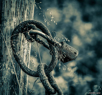 Latch Hook Photograph - Rusty Lock And Chain by Ken Morris