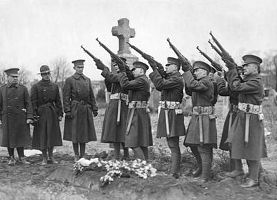 Ww1 Photograph - Salute To Wwi Soldier by Underwood Archives