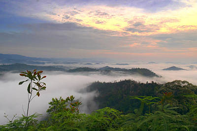 Sunlight Though Clouds Photograph - Sea Of Clouds At Panorama Hill by Edward Seah