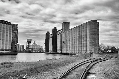 Silos 15220 Original by Guy Whiteley