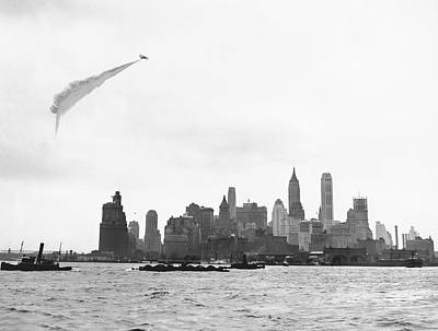 Smoke Screen Over New York Print by Underwood Archives