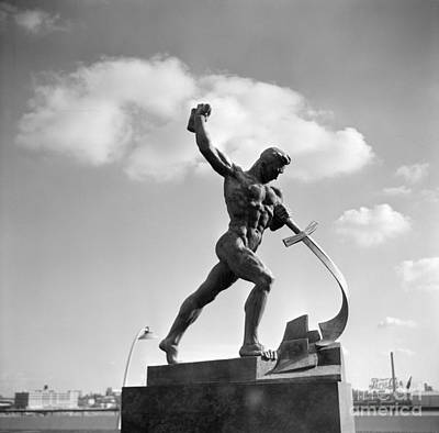 1950s Art Photograph - Statue By Eugene Vuchetich by H. Armstrong Roberts/ClassicStock