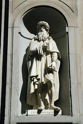 Tuscany Photograph - Statue Of Leonardo Da Vinci At The Uffizi Gallery by Reimar Gaertner