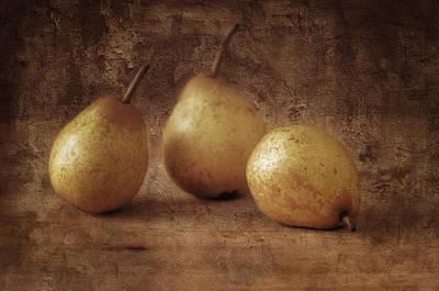Still Life Photograph - Still Life With Pears by Jolanta Zychlinska