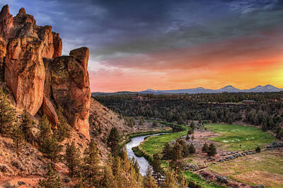 Sunset At Smith Rock State Park In Oregon Print by David Gn Photography