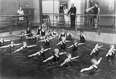 Swimming Lessons In Berlin Print by Underwood Archives