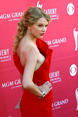 Taylor Swift Wearing An Angel Sanchez Print by Everett
