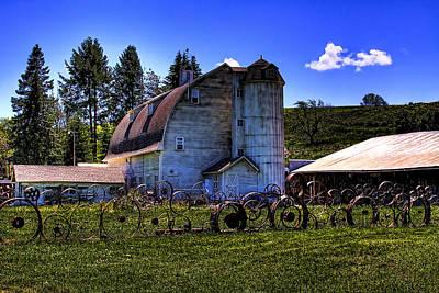 Wheel Photograph - The Dahmen Barn by David Patterson