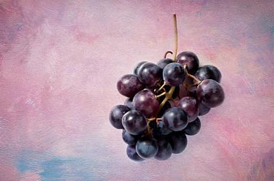 Still Life Photograph - The Grapes by Jolanta Zychlinska