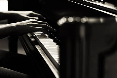 Jazz Pianist Photograph - The Pianist by Hsin Liu
