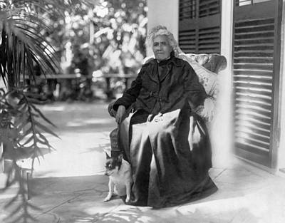 Hawaii Dog Photograph - The Queen Of Hawaii by Underwood Archives