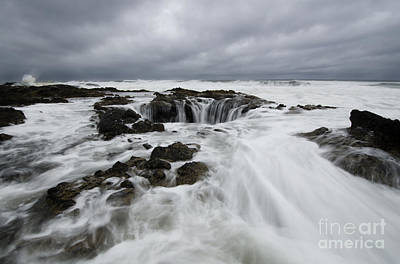 Flowing Wells Photograph - Thors Well Oregon Truly A Place Of Magic 9 by Bob Christopher