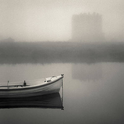 Threave Castle In The Mist Print by Dave Bowman