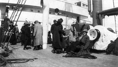 Titanic, Survivors Aboard Rescue Ship Print by Everett