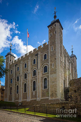 Union Jack Photograph - Tower Of London by Inge Johnsson