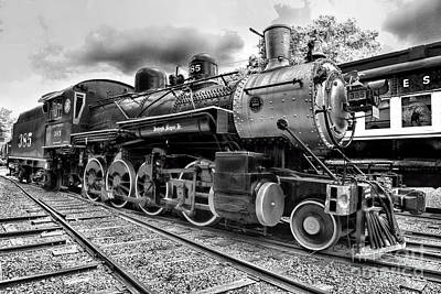 Train - Steam Engine Locomotive 385 In Black And White Print by Paul Ward