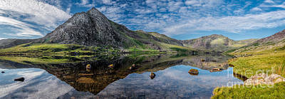 Tryfan And Lake Ogwen Print by Adrian Evans