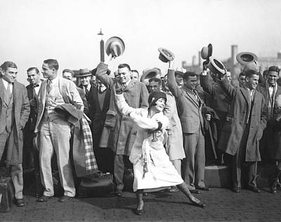 Cheerleaders Photograph - Tulane Green Wave Football by Underwood Archives