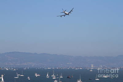 Jet Photograph - United Airlines Boeing 747 Over The San Francisco Bay At Fleet Week . 7d7860 by Wingsdomain Art and Photography